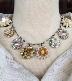 antique-necklace-pearl-gold